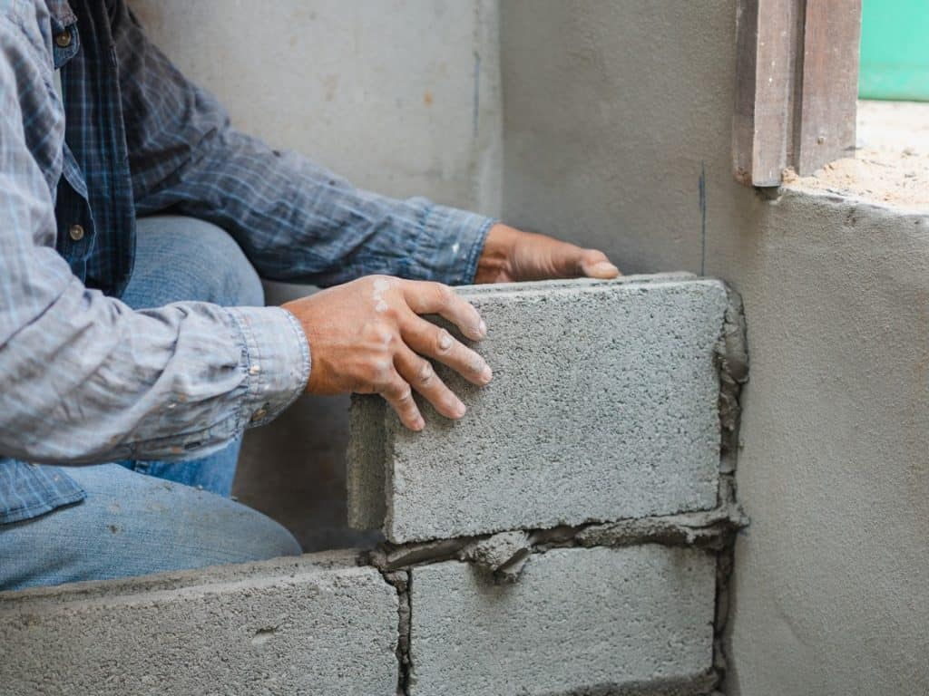 Using mortar when building with concrete blocks