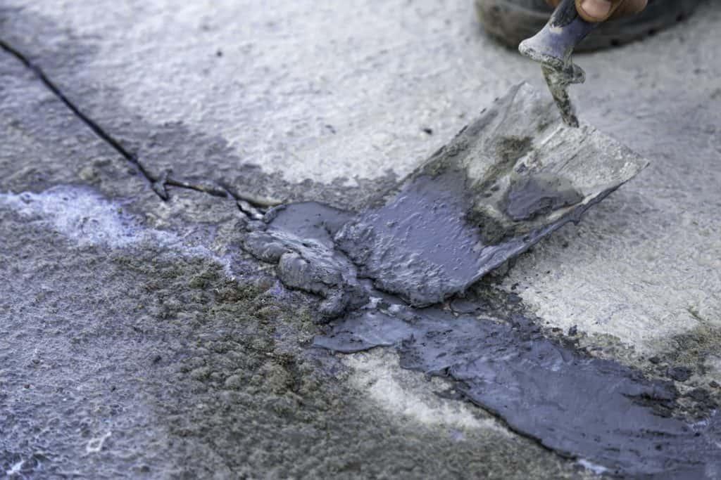 Fixing cracks in concrete driveway