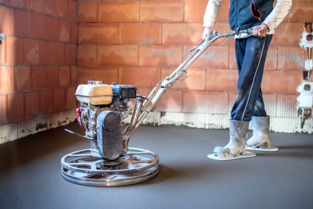 Making a smooth concrete surface