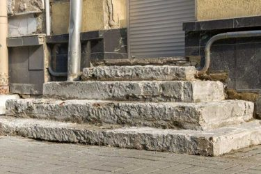 How To Break Up Concrete Steps (4 Best Ways)